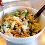 Krämig pasta med rostas och getost