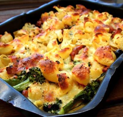Pastagratäng med kalkon, mozzarella och broccoli