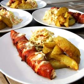 Grillad pepparrotslax med coleslaw och potatisklyftor
