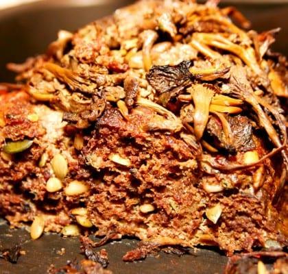 Köttfärslimpa med nötter och blandsvamp
