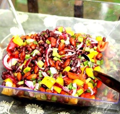 Svart bönsallad med mandel