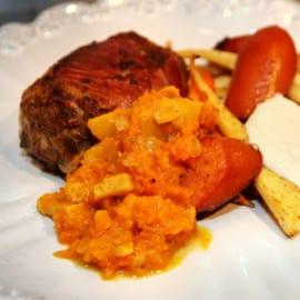 Svampfyllda köttfärsbiffar med korv och pumpachutney