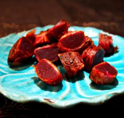 Baconlindade rödbetor med feta