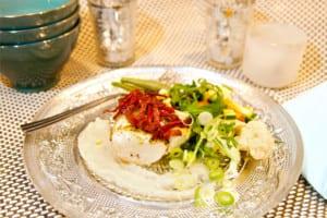 Hällefilé toppad med salami, pesto och jordärtskockscreme