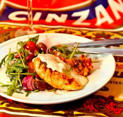 Chilikyckling med italiensk sallad och kiwisås