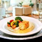 Randiga fiskspett med citronselleriskum och rostade örtgrönsaker