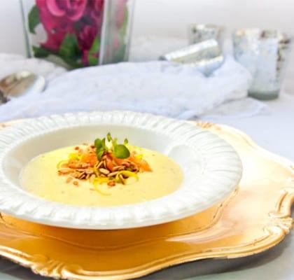 Gulbets- och jordärtkockssoppa med rökt lax och purjo