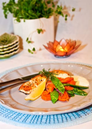 Lax med pepparrotscreme och grönsaker i skirat dillsmör