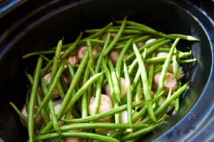 Bönor och champinjoner i Crock Pot