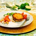 Laxkakor med ångkokta grönsaker och gräddfilssås