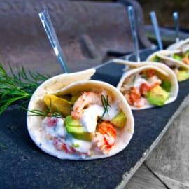 Kräftstjärtsstrutar med avocado och lime