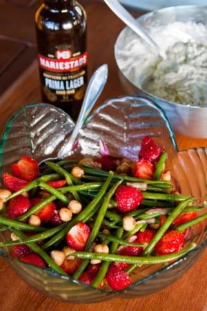 Bönsallad med jordgubbar