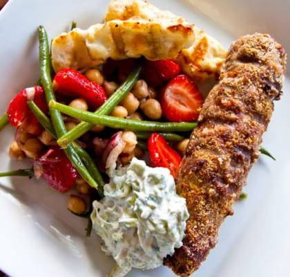 Järpar medsyrad fänkål, bönsallad och rabarbertzatziki
