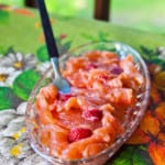 Honungsgravad lax med jordgubbar och chili