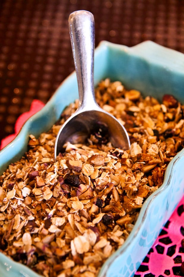 Hemmagjord honungsmüsli med blåbär och blåklint