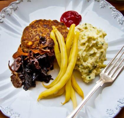 Äppelfyllda pannbiffar med portvinssvamp och romanescostomp