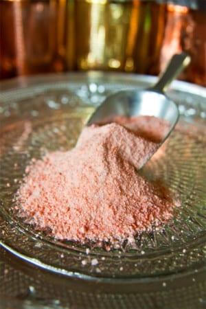 Rosa salt med hallon och rosmarin