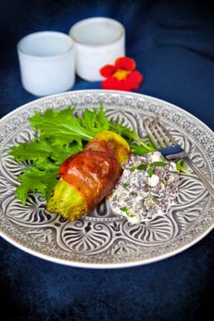 Fikonfyllda kycklingkåldolmar med krämig belugalinssallad