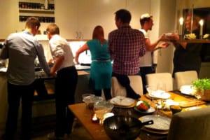 Alla hjälps åt i köket
