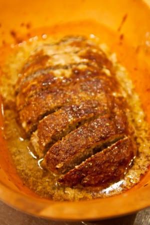 Köttfärslimpa med cheddar och creme fraiche