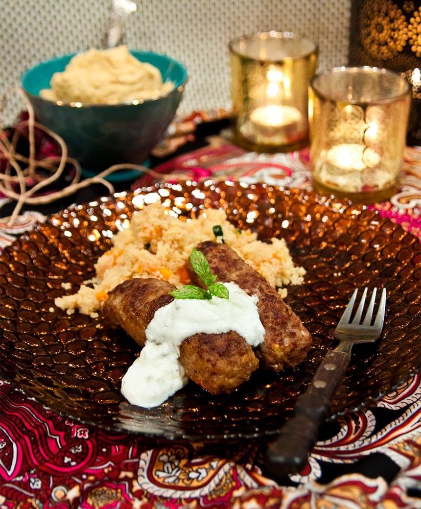 Libanesiska järpar med grönsakscouscous, hummus och sval sås