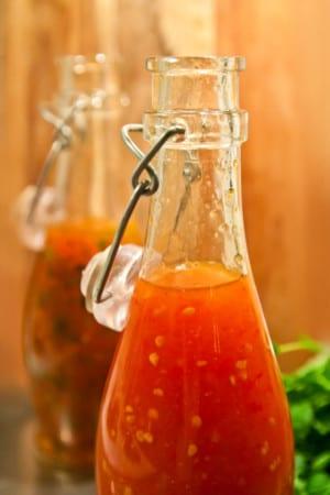 Hemmagjord Sweet Chilisås med två smaksättningar