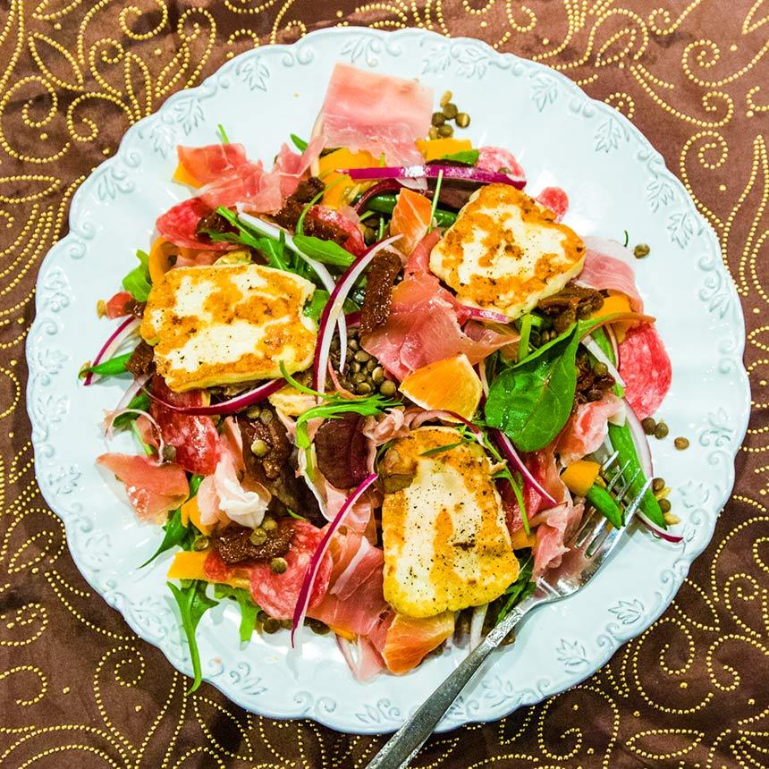 Matig sallad med skinka, halloumi och blodapelsin