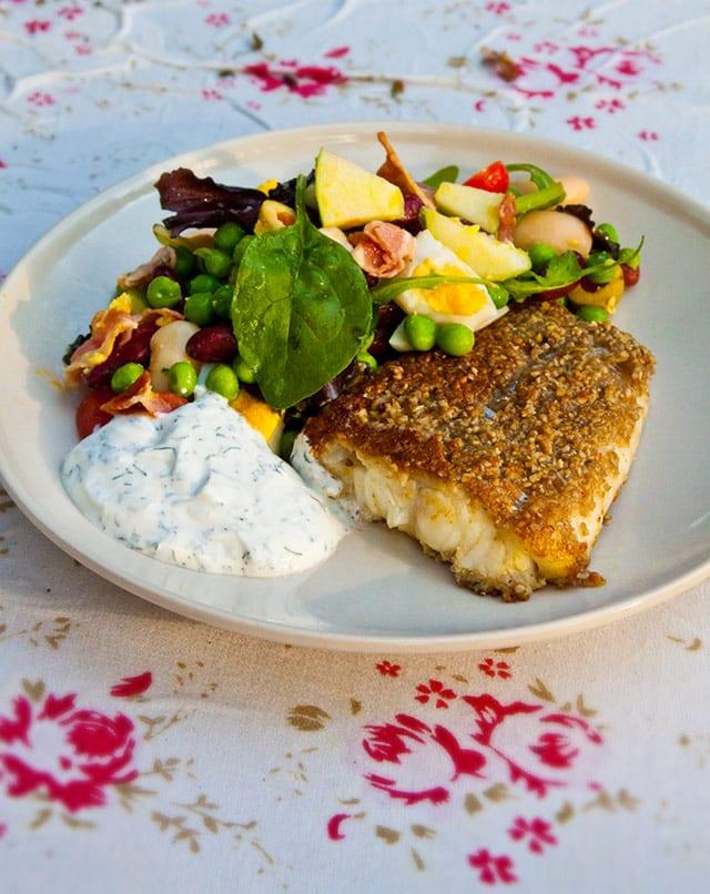Solrospanerad torsk med dillsås och baconsallad