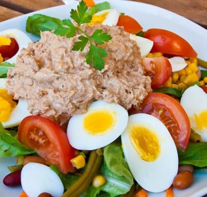 Sallad med ägg och tonfiskröra