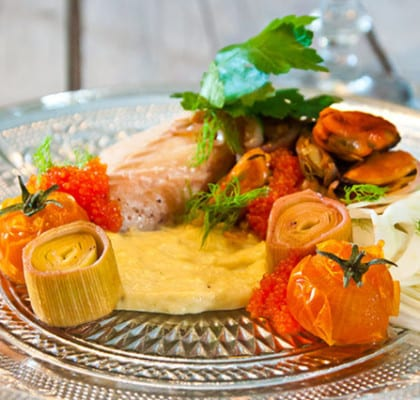 Sejrygg med ugnsrostade tomater, fänkålspuré och blåmusslor