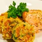 Laxsida med kantarell-linsotto, potatisplättar och limecreme
