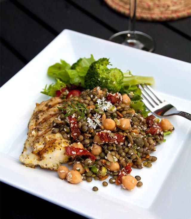 Grillad torsk med frö- och linssallad