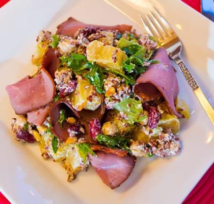 Gulbetssallad med getost, pinjenötter och röd quinoa