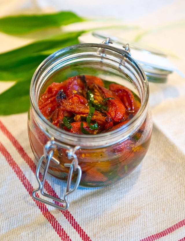 Torkade tomater i ugn med ramslök