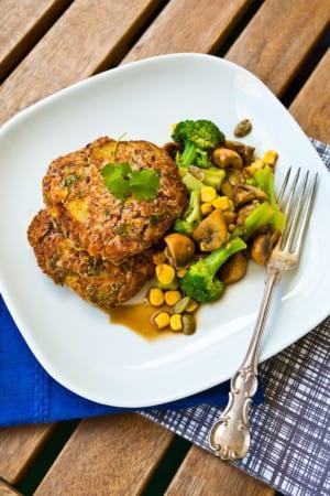 Vegetariska biffar med potatis och bönor