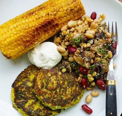 Vegetariska biffar med bönsallad och getostcreme