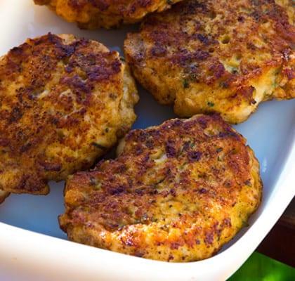 Kycklingbiffar med quinoa och fräsch limesås