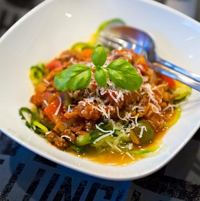 Zucchinipasta med köttfärssås