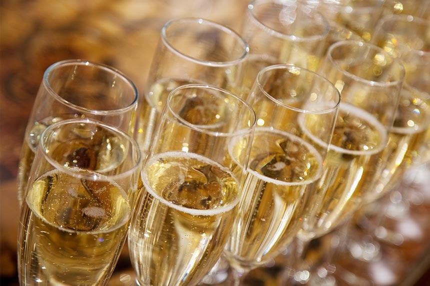 Blir man gladare av mousserande vin än av annan dryck?