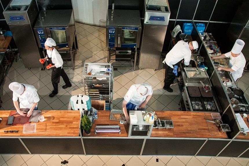 Vilken känd tv-kock har tävlat i Årets Kock?