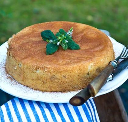 Enkel och saftig äppelkaka med kanel
