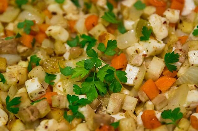 Godaste pytten – Pyttipanna utan potatis är enkel och lättlagad husman som vem som helst kan laga. Himla gott blir det också!