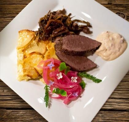 Kryddsotad ren med fikon, grannbarr och potatiskaka