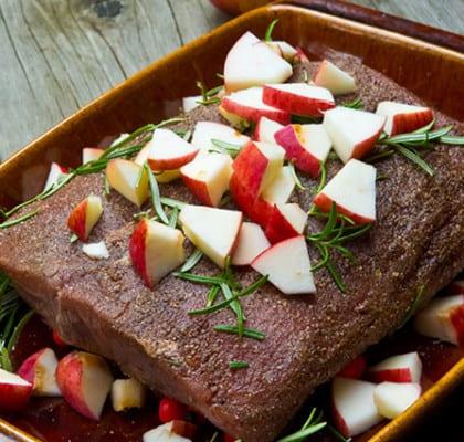 Långbakad ryggbiff med nypon och rönnbär