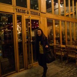 Malin Eriksson utanför Tacos & Tequila i Göteborg 2015