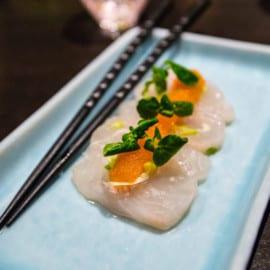 Hälleflundra med picklad charlottenlök, kalixlöjrom och brynt smör med yuzu på Restaurang vRÅ Göteborg 2015