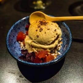 Glass på soja, gräddfil och karamell med plommon inkokta med vanilj, shiso och ingefära, samt puffat karamelliserat bovete på Restaurang vRÅ Göteborg 2015