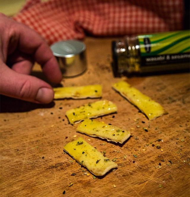 Enkla snacks med Wasabi and Sesame