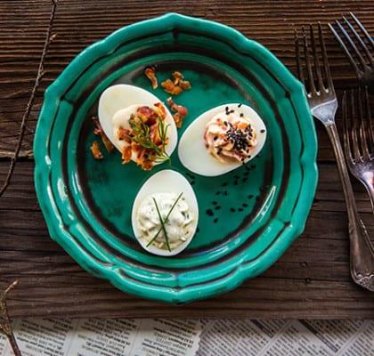Ägghalvor med tre sorters topping