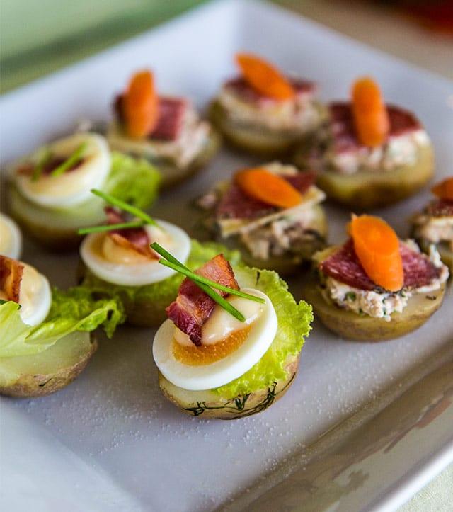 Potatishalvor med ägg och bacon
